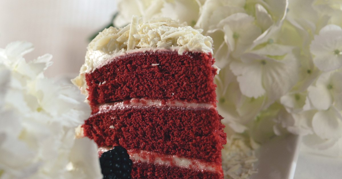 Red Velvet Cake Design Ideas : Decorating ideas for a red velvet cake eHow UK