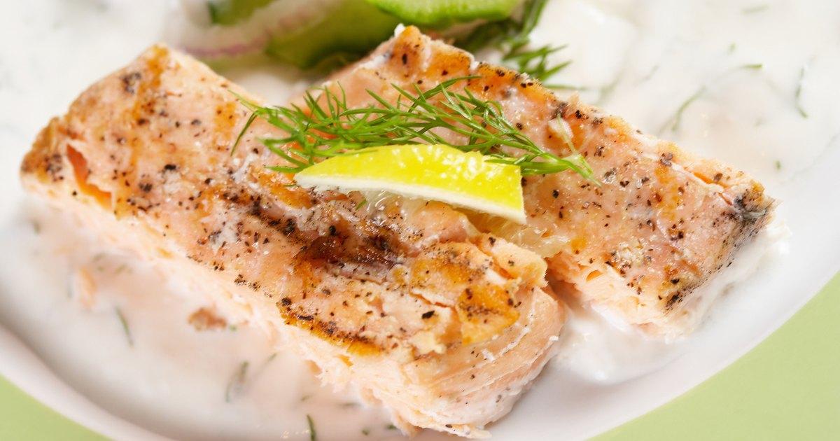 C mo cocinar el pescado al horno y en paquetes de aluminio for Cocinar yuca al horno