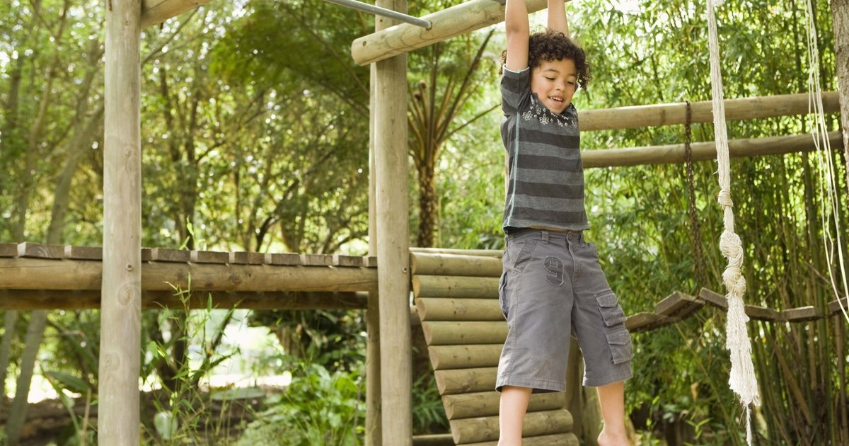 Jungle gyms monkey bars for kids ehow uk for Diy jungle gym ideas