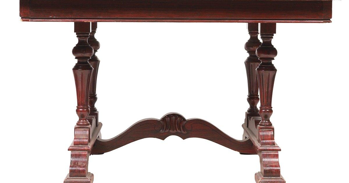 C mo limpiar una mesa de madera de caoba ehow en espa ol for Como limpiar muebles de madera