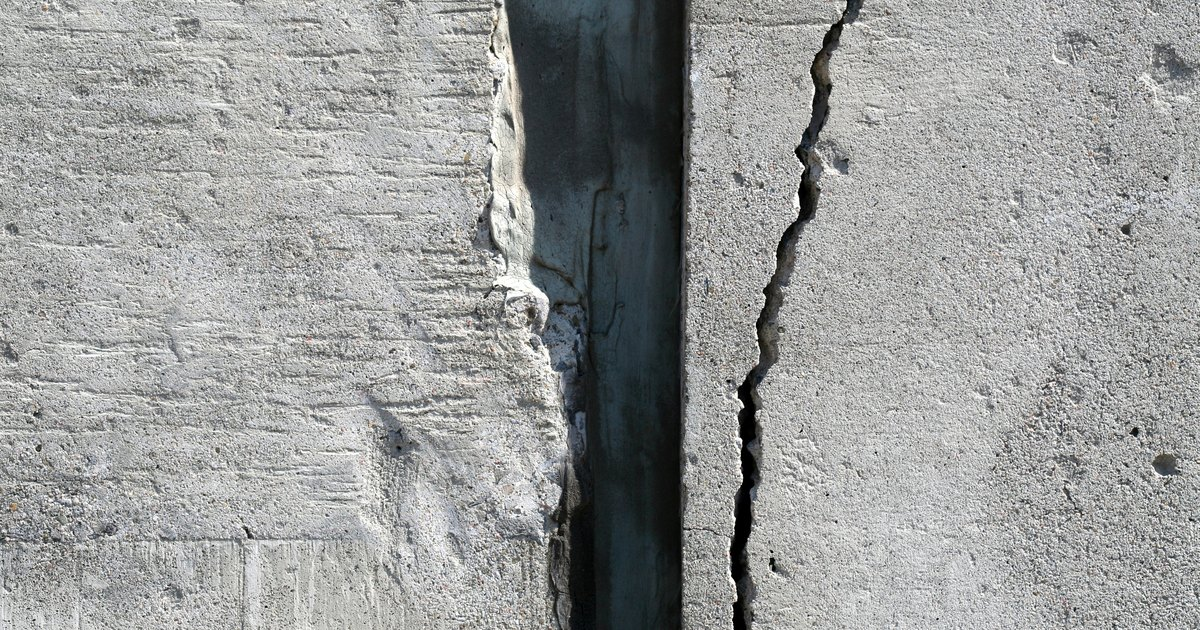 How To Repair Hairline Cracks In Concrete Walls Ehow Uk