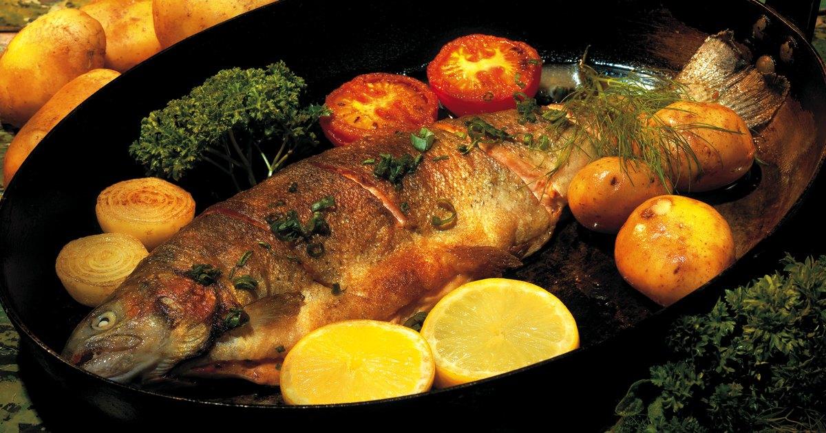 C mo cocinar pescado sin tanto olor en la cocina ehow en for Comidas sin cocinar