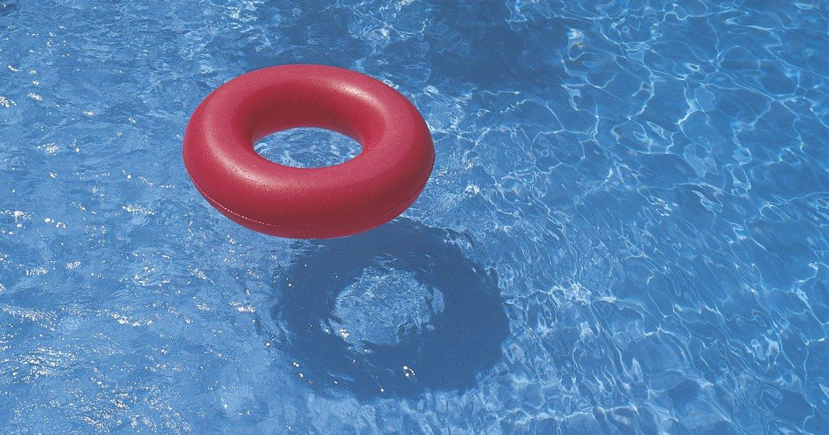 C mo limpiar una piscina inflable ehow en espa ol for Como mantener una piscina limpia