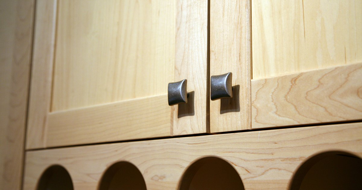 Correct Placement For Kitchen Cabinet Hardware Ehow Uk