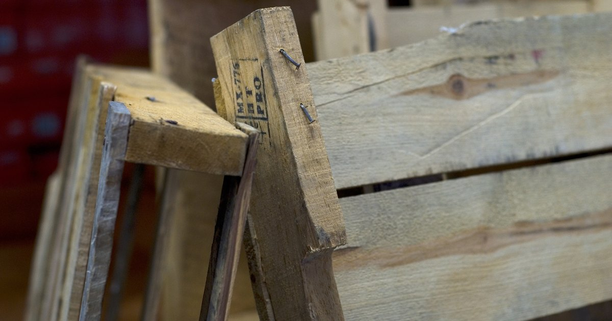 how to make things from wood pallets ehow uk. Black Bedroom Furniture Sets. Home Design Ideas