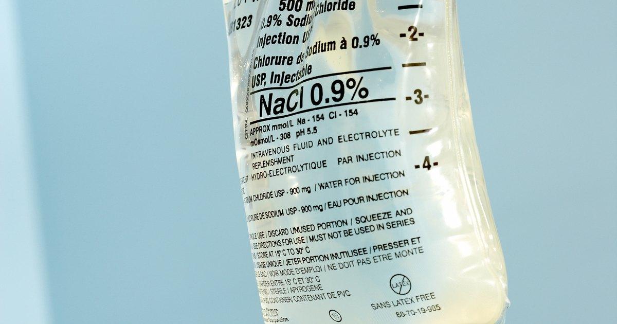 Cómo usar una solución salina en un nebulizador   eHow en ...