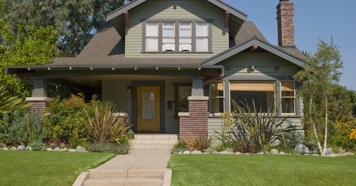How to renovate the exterior of a 70 39 s style home ehow uk for 70s house exterior