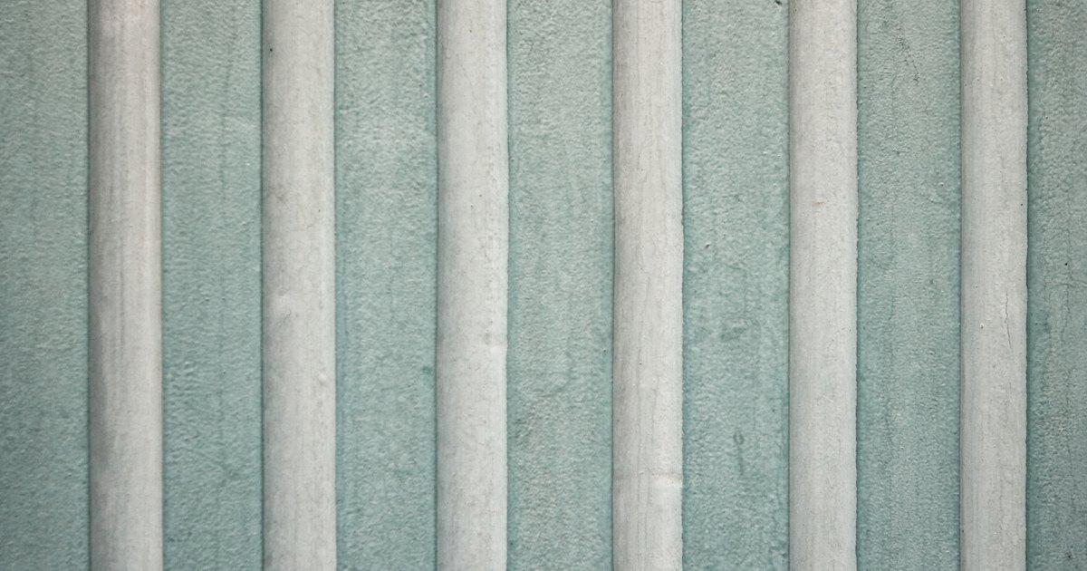 Homemade wallpaper remover ehow uk for Homemade wallpaper