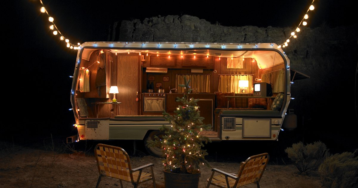 Attaching String Lights To House : How to Hang Lights on a House Roof for Christmas eHow UK