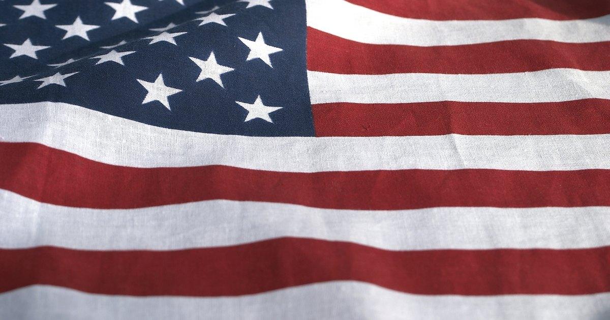 C mo colgar una bandera horizontalmente en la pared ehow - Como colgar una manta en la pared ...