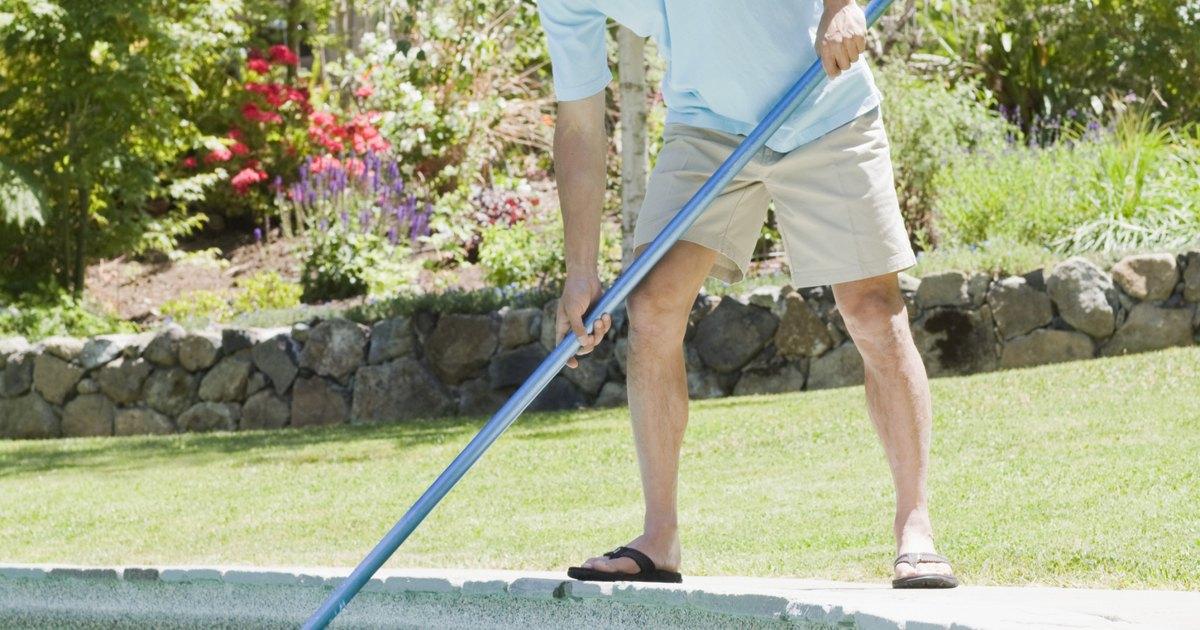 C mo mantener limpias y claras las piscinas en un patio for Como mantener una piscina limpia