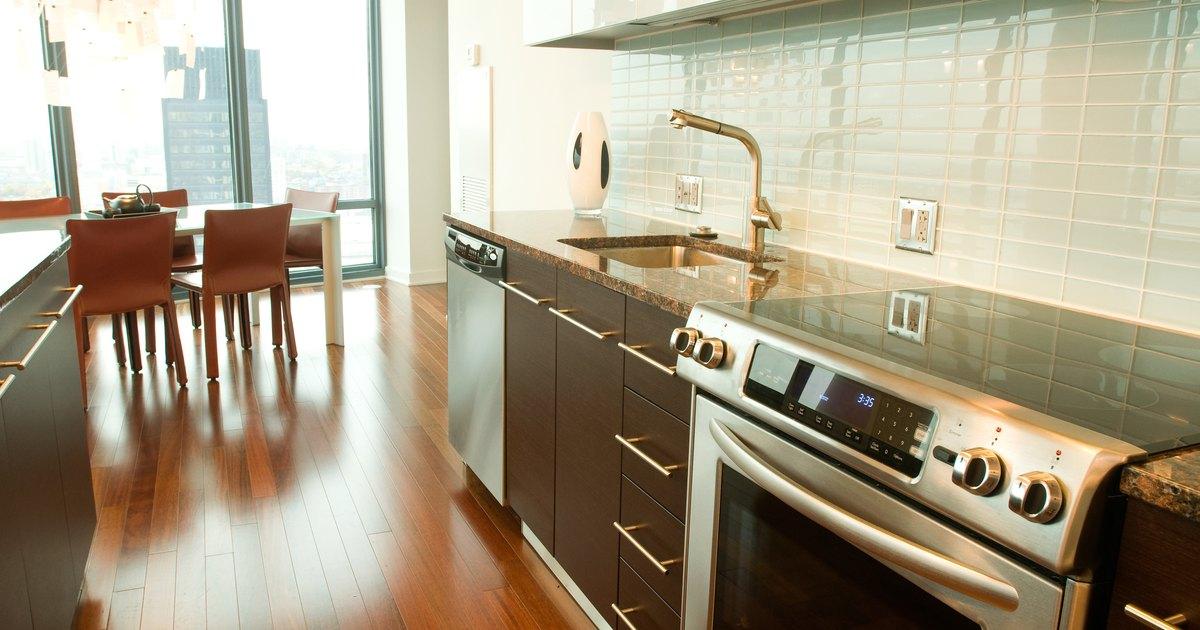 Utensilios seguros para cocinar en cocinas de placas vitro cer micas ehow en espa ol - Cocinas de cocinar ...