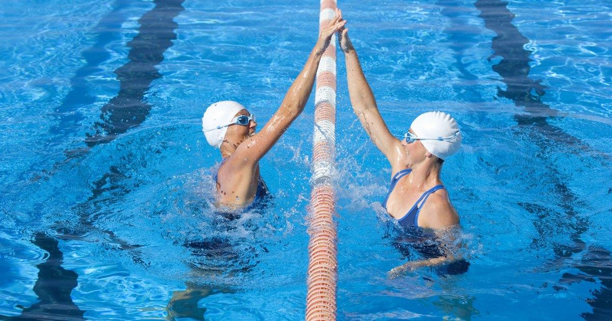 Porque o tratamento de choque est deixando verde a gua da minha piscina ehow brasil - Agua de piscina verde ...