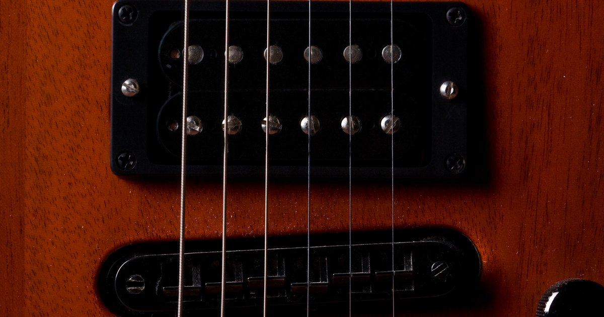 how to stop a grounding noise in an electric guitar ehow uk. Black Bedroom Furniture Sets. Home Design Ideas