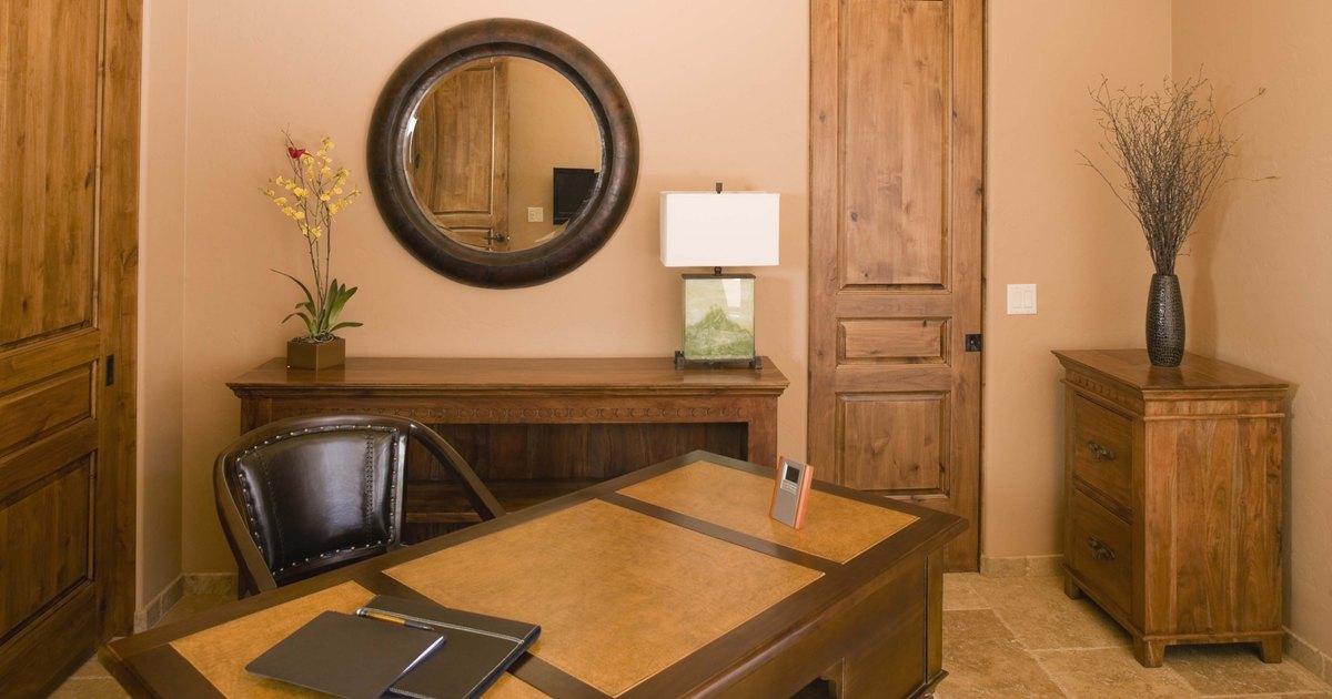 C mo reparar muebles de madera da ados por el agua ehow - Como arreglar puertas de madera rayadas ...