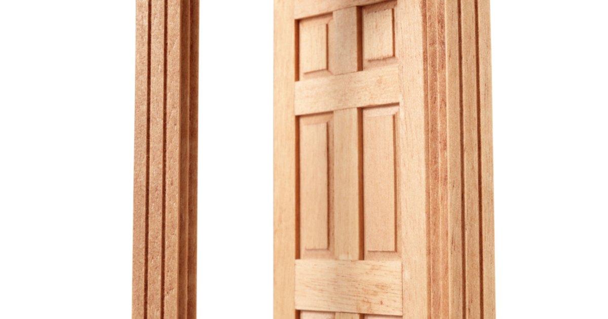 C mo te ir y barnizar puertas de madera y molduras ehow en espa ol - Como barnizar una puerta de madera ...
