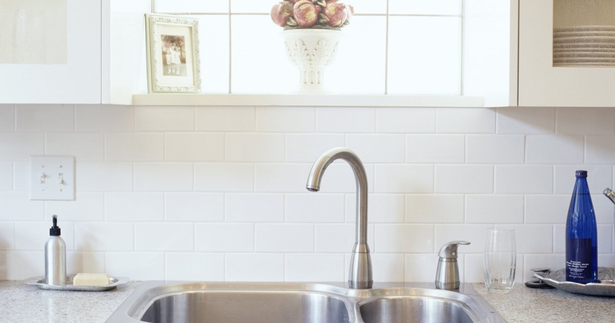 What causes a sewer smell from a kitchen sink ehow uk - Sewer gas smell in kitchen sink ...