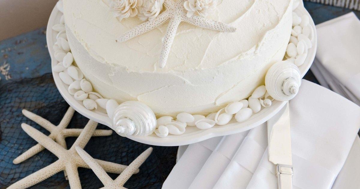 Cake Decorating Frosting Recipe Without Shortening : Types of Crusting Buttercream Frosting eHow UK