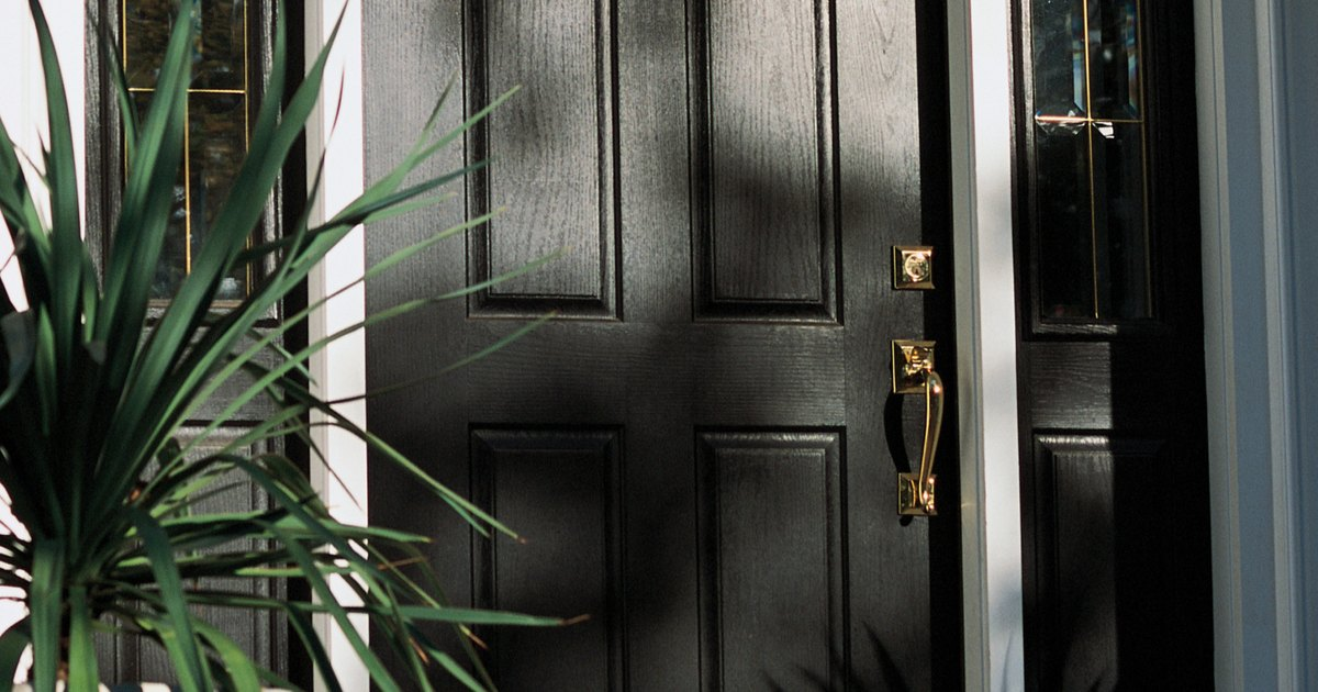 C mo arreglar una grieta en una puerta exterior de madera - Como arreglar puertas de madera rayadas ...