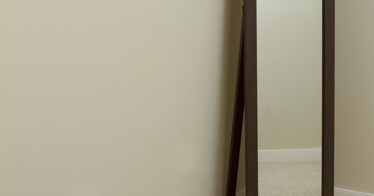 C mo pegar un espejo a la pared ehow en espa ol for Espejos para pegar