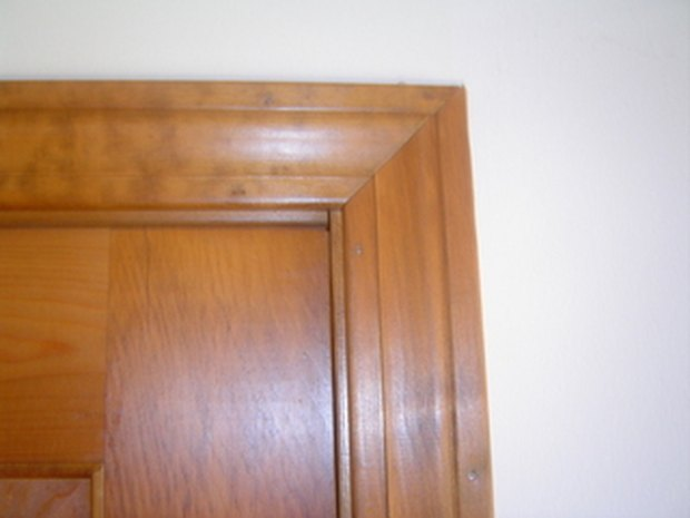 cmo quitar un marco de puerta