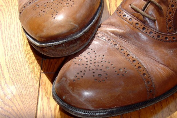 how to remove stain from leather shoes shoes ideas