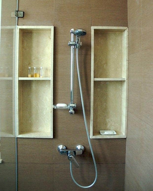 como fao para colocar prateleiras de banho com azulejos de mrmore