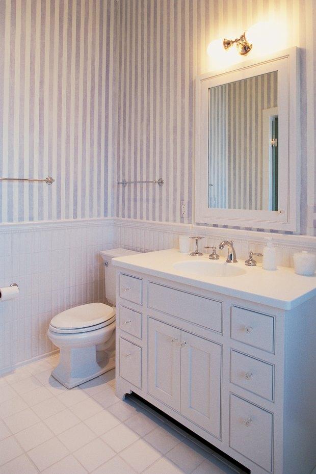 Cómo decorar un cuarto de baño con puertas de ducha de vidrio con ...