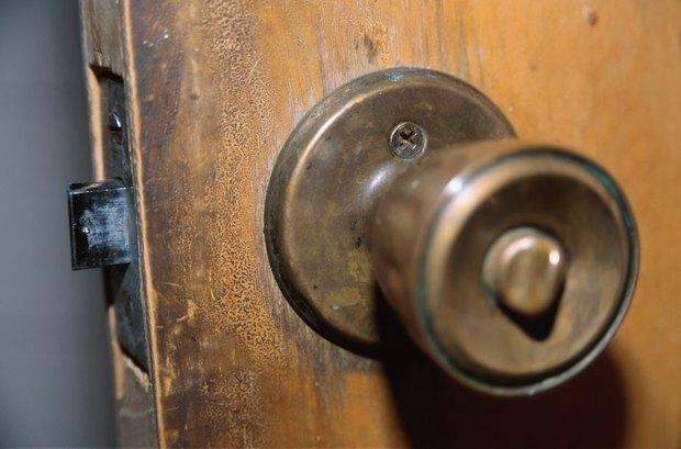 How to open a broken door knob | eHow UK