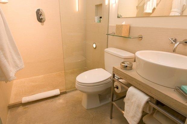 cmo remover las manchas de calcio de una puerta de vidrio de una ducha