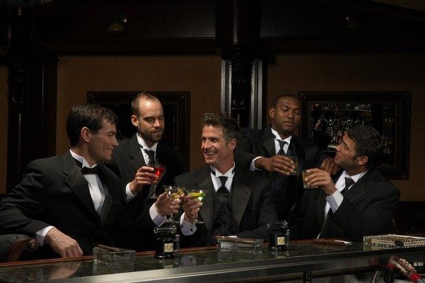Resultado de imagen para hombres y cocteles