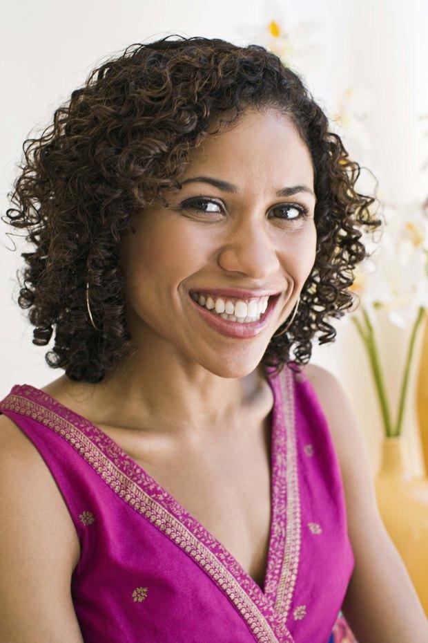 Peinados cortos y fáciles para mujeres con rizos naturales