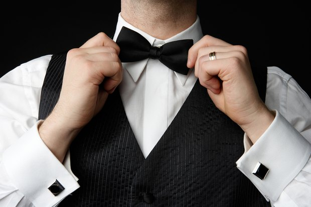 How to Tie an Old-Fashioned Crossover Bow Tie